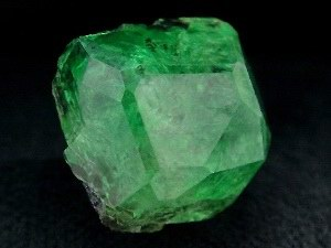 коллекционный минерал цаворит